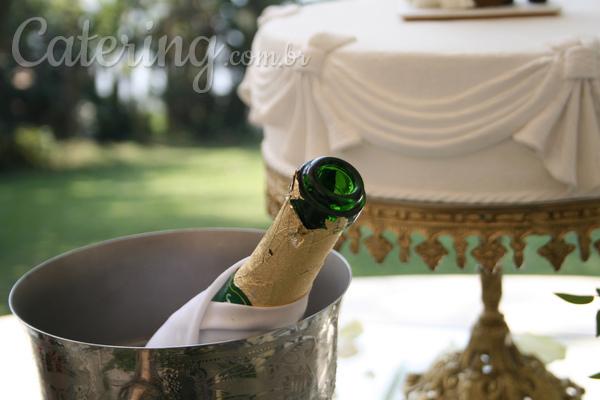 Como preparar uma celebração bolo e champagne?