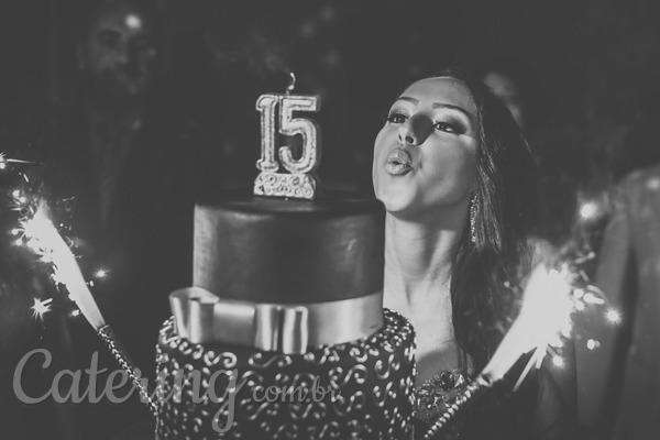 Cinco tendências para bolos de 15 anos