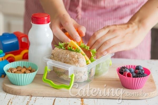 Como preparar uma lancheira saudável para as crianças